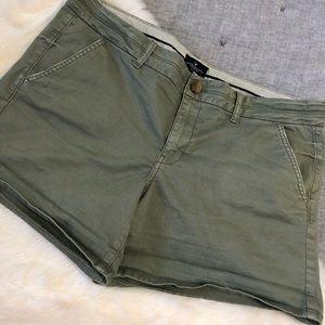 American eagle midi olive green shorts sz.16